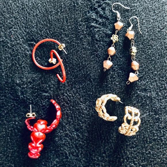 Lot (4) vintage earrings